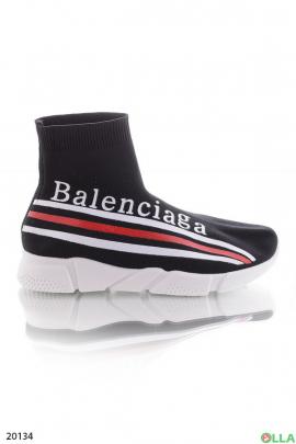 Завышенные кроссовки без шнуровки
