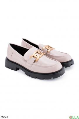 Женские бежевые туфли с пряжкой