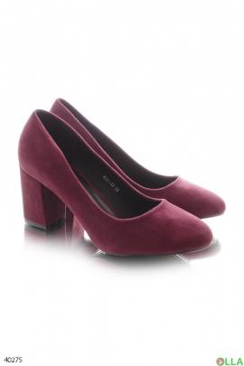 Бордовые туфли на широком каблуке