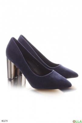 Синие туфли на каблуке