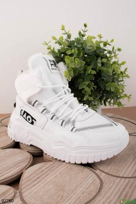Женские зимние белые кроссовки из эко-кожи