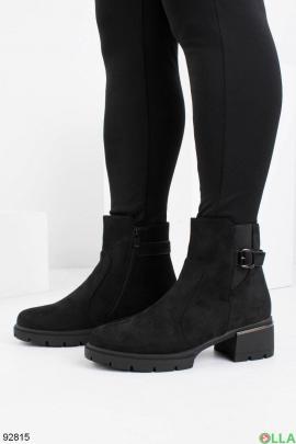 Женские зимние черные ботинки из эко-замши на каблуке