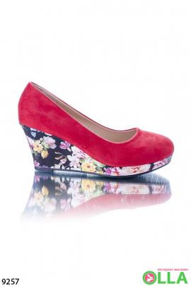 Туфли с цветочной танкеткой