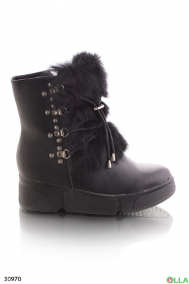 Ботинки с мехом и декоративной шнуровкой