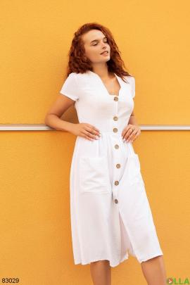 Женское белое платье на пуговицах