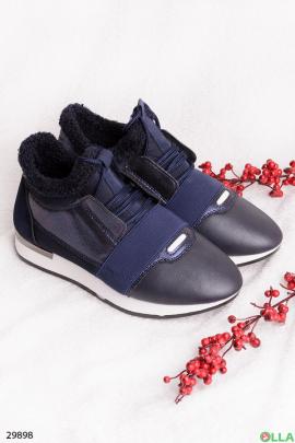 Синие кроссовки с белой подошвой
