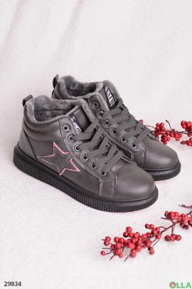 Серые ботинки со звездой