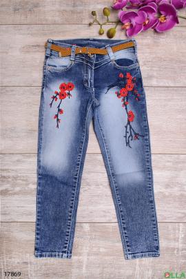 Выбеленные джинсы с вышивкой и ремешком