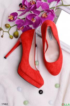 Красные туфли на платформе