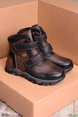 Коричневые ботинки на липучках