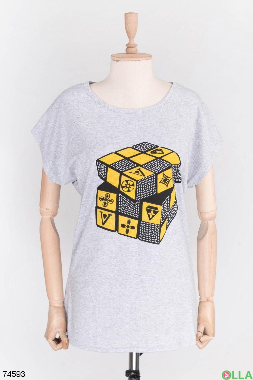 Женская серая футболка с принтом
