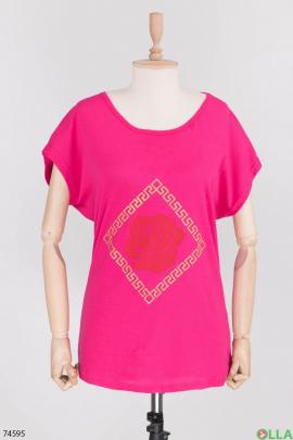 Женская малиновая футболка с принтом