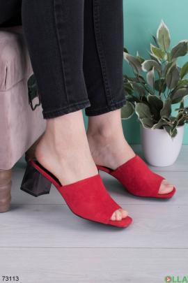 Женские красные шлепанцы на каблуке