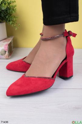 Женские красные туфли на каблуке