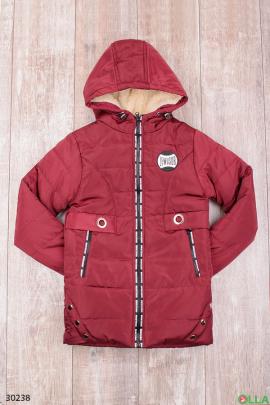 Утепленная куртка с капюшоном бордового цвета