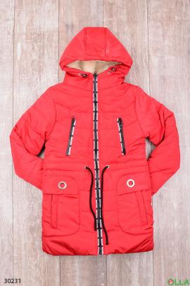 Утепленная куртка красного цвета с капюшоном