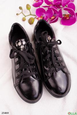 Лаковые кеды на шнуровке