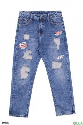Женские джинсы  с нашивками