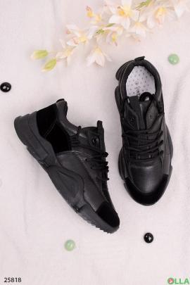 Спортивные кроссовки черного цвета