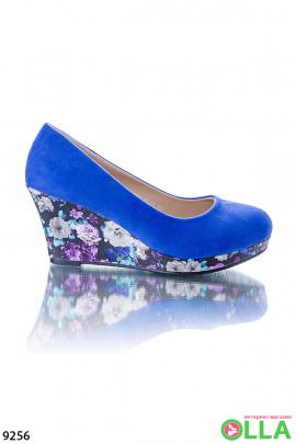 Женские туфли с цветочной танкеткой