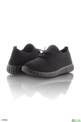 Чёрные кроссовки