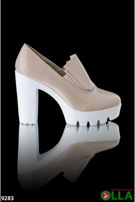Туфли на белой подошве