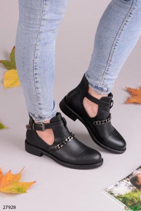 Полуоткрытые ботинки