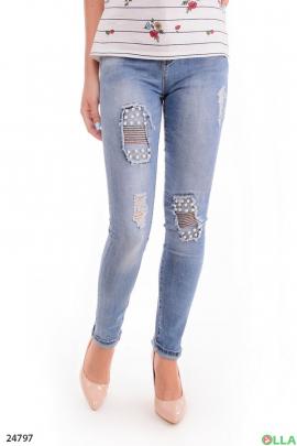 Стильные джинсы с декором из бусин