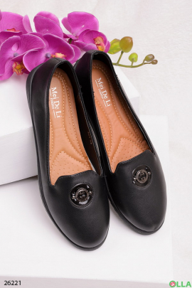 Женские туфли с брошью