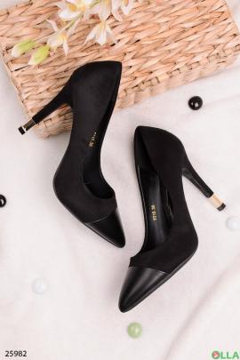 Черные туфли с острым носом