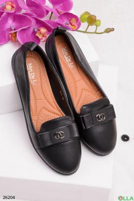 Черные туфли с логотипом