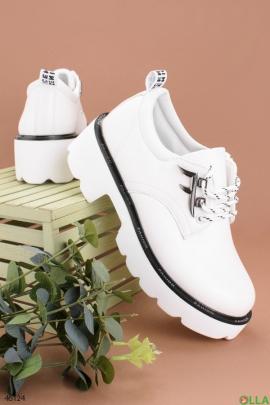 Женские белые туфли
