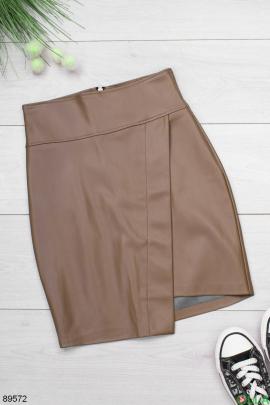 Женская коричневая юбка из экокожи