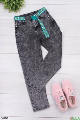 Женские серые джинсы с ремнем