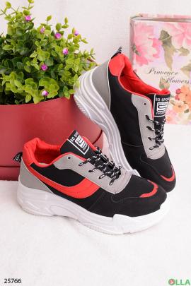 Черные с красным кроссовки
