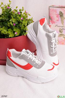 Белые с кроссовки с красной каймой