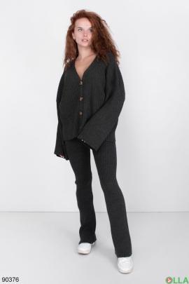 Женский Черный трикотажный костюм с кофтой на пуговицах