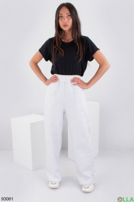 Женские светло-серые спортивные брюки на флисе