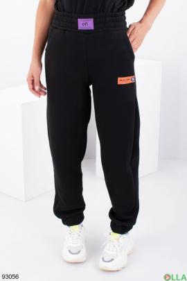 Женские черные спортивные брюки на флисе
