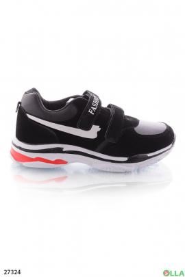 Кроссовки черно-белые на липучках