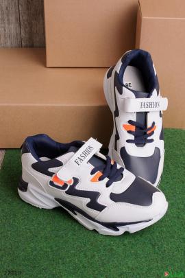 Сине-белые кроссовки