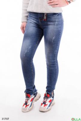 Женские джинсы с декоративными потертостями