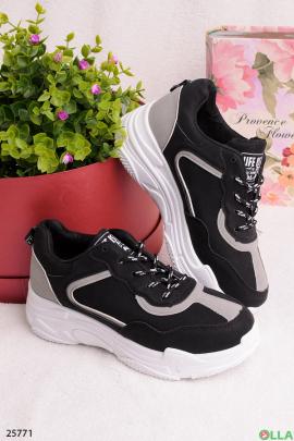 Черные с серым кроссовки