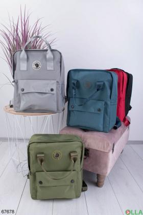 Серый рюкзак с принтом