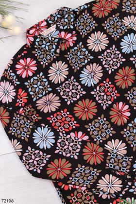 Женское черное платье в разноцветный принт