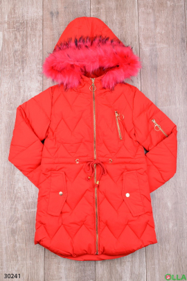 Куртка красного цвета с капюшоном