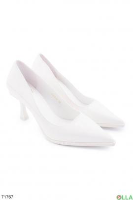 Женские белые туфли на шпильке