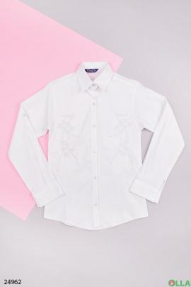 Школьная рубашка белого цвета