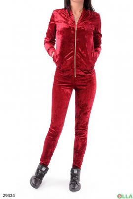Женский костюм бордового цвета