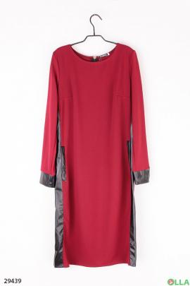 Бордовое платье со вставками из экокожи